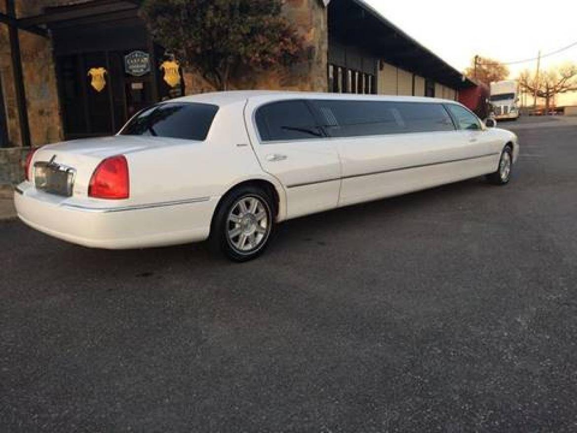 2007-executive-coach-builders-lincoln-town-car-limousine-5870f025a7746